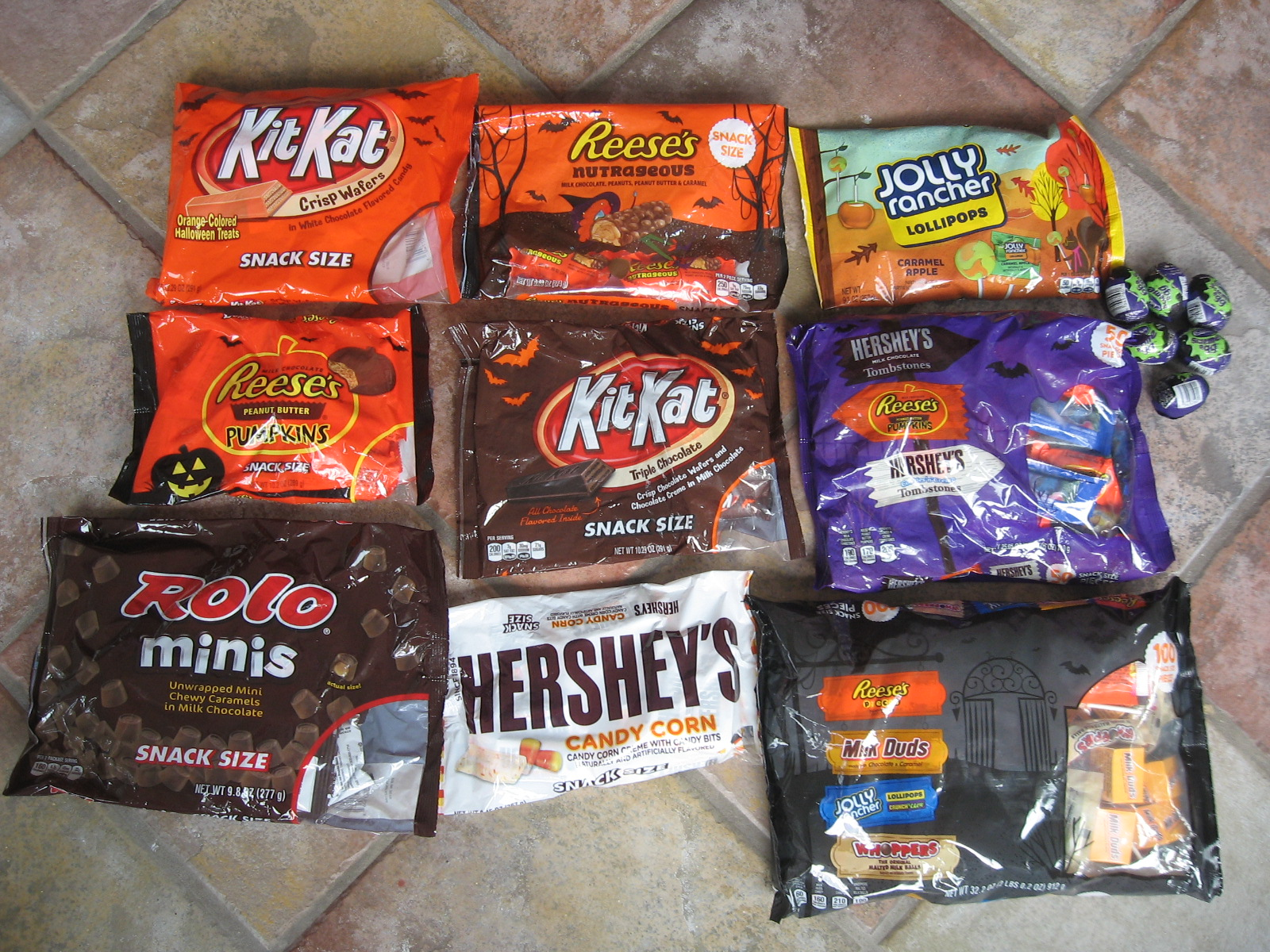 Easy Halloween Party Table + Monster Party Mix Recipe - Graceful ...